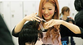 美容科実習_カット12